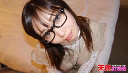 10mu-040310_01 真面目な学生メガネにおもいっきりぶっかけ! 望月なつこ