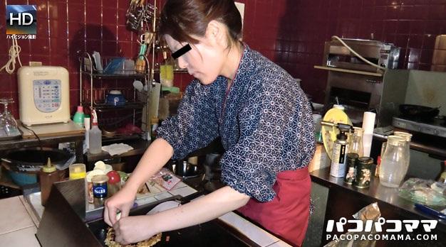 Paco-092410_198 働く地方のお母さん 〜お好み焼屋の女将さん編〜
